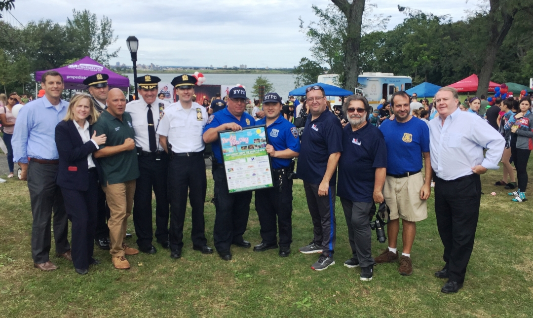 On September 22, 2018, Assemblyman Braunstein co-sponsored the 109th Precinct's 5th Annual Family Fun Day at Francis Lewis Park.