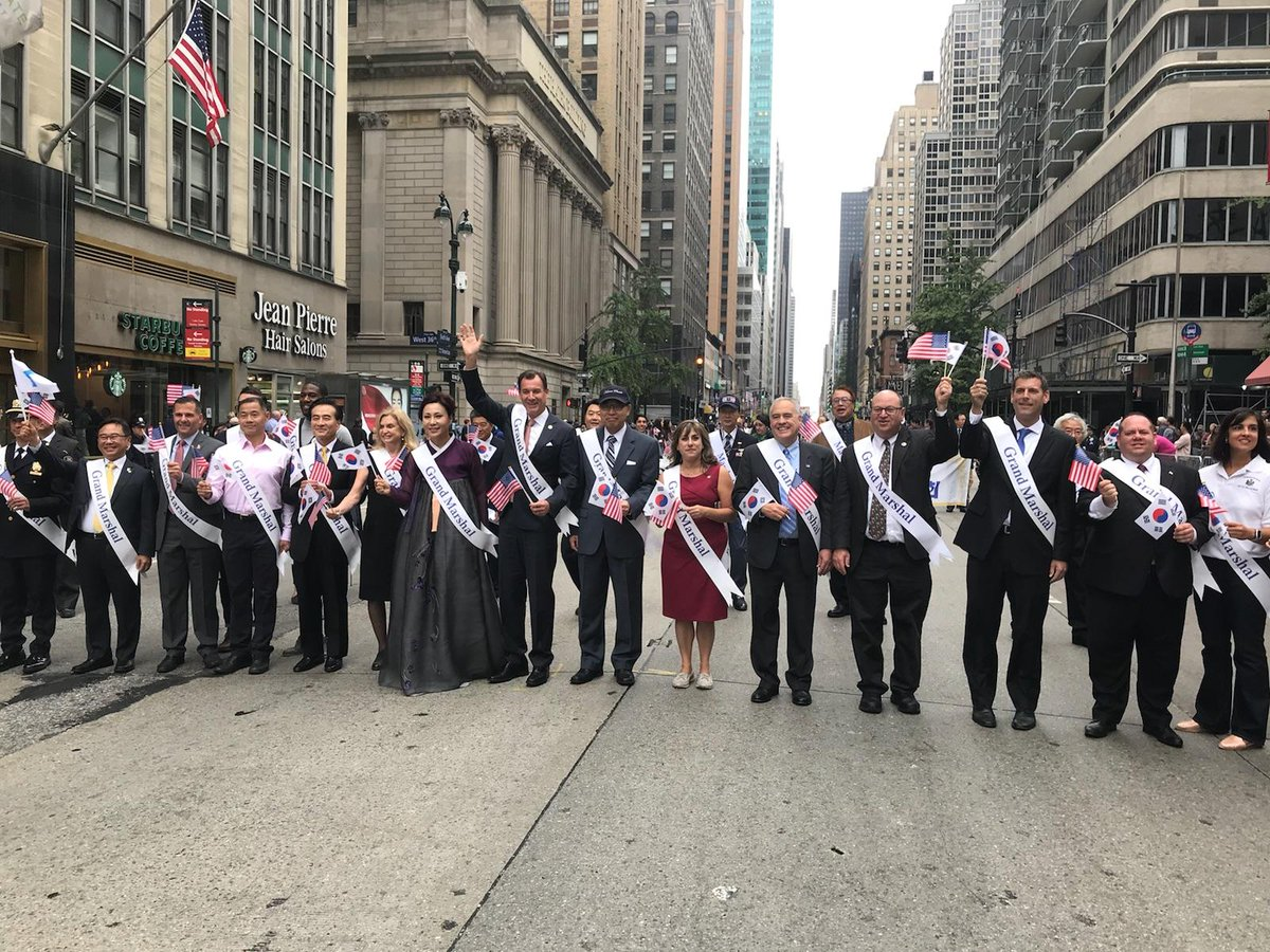 On October 6, 2018, Assemblyman Braunstein marched in the 38th Annual Korean Parade & K-Town Festival.