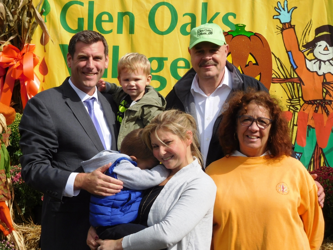 On October 13, 2018, Assemblyman Braunstein attended the Glen Oaks Village Co-op 8th Annual Fall Festival.