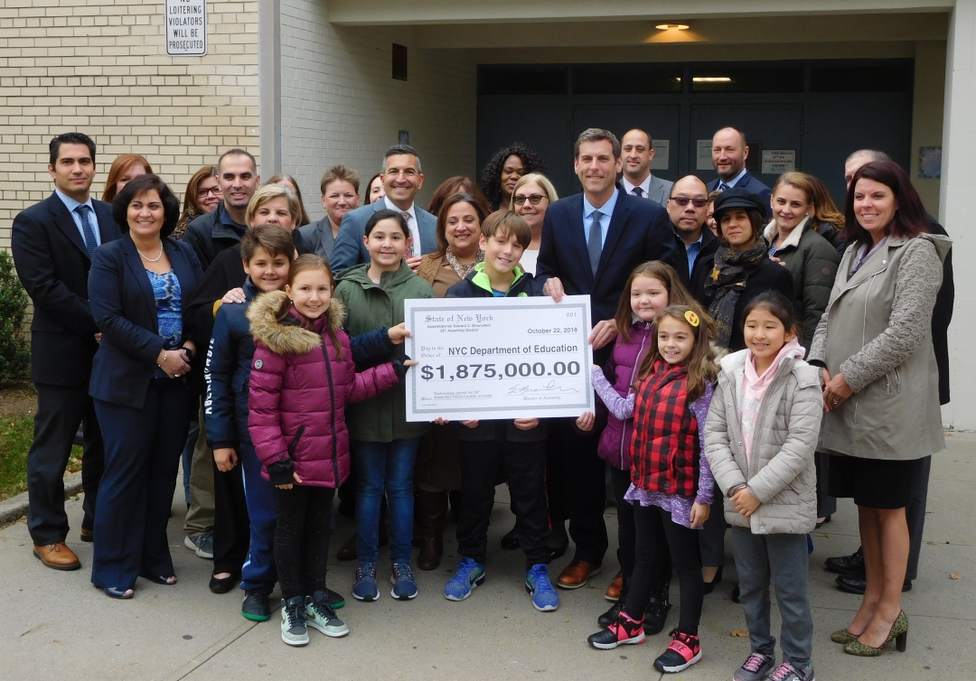 On October 22, 2018, Assemblyman Braunstein held a press conference at PS 209, announcing a $1,875,000 grant to public schools in his district.