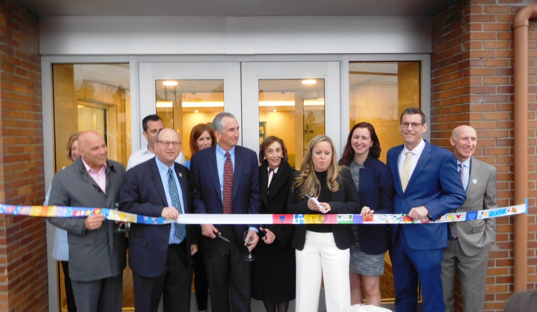On April 11, 2019, Assemblyman Braunstein attended the Dedication of the Claire Field Perlman Lobby at the Commonpoint Queens Sam Field Center in Little Neck.