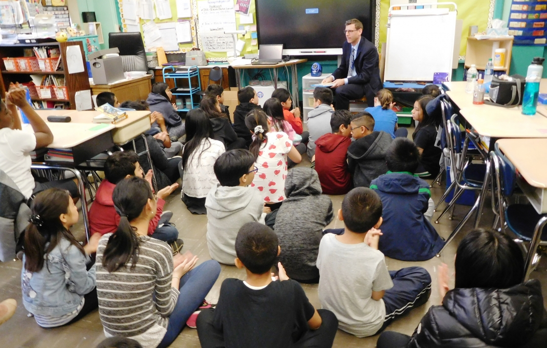On May 16, 2019, Assemblyman Braunstein read to a 5th grade class at the annual PS 32 Community Read-in.