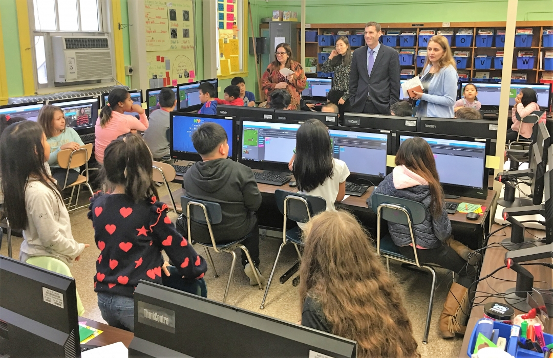 On December 9, 2019, Assemblyman Braunstein attended PS 94's Hour of Code.