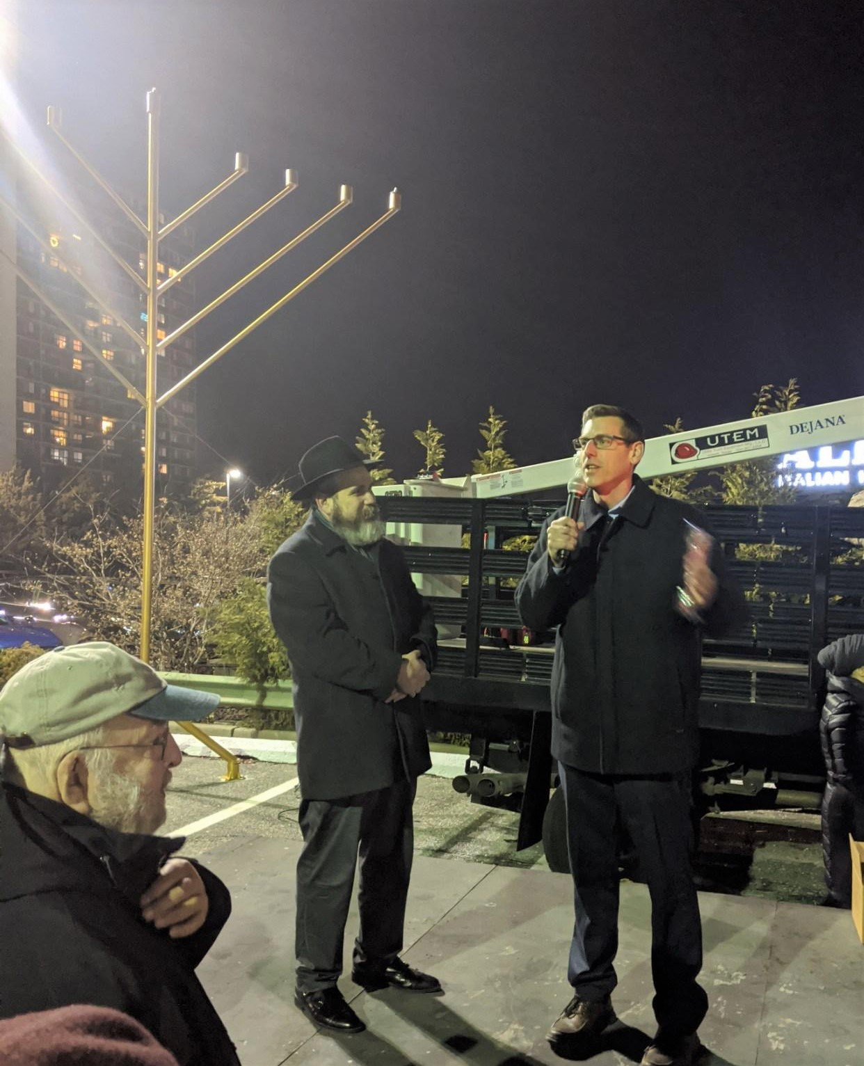 On December 22, 2019, Assemblyman Braunstein attended the Chabad of Northeast Queens 25th Annual Giant Menorah Lighting at the Bay Terrace Shopping Center.