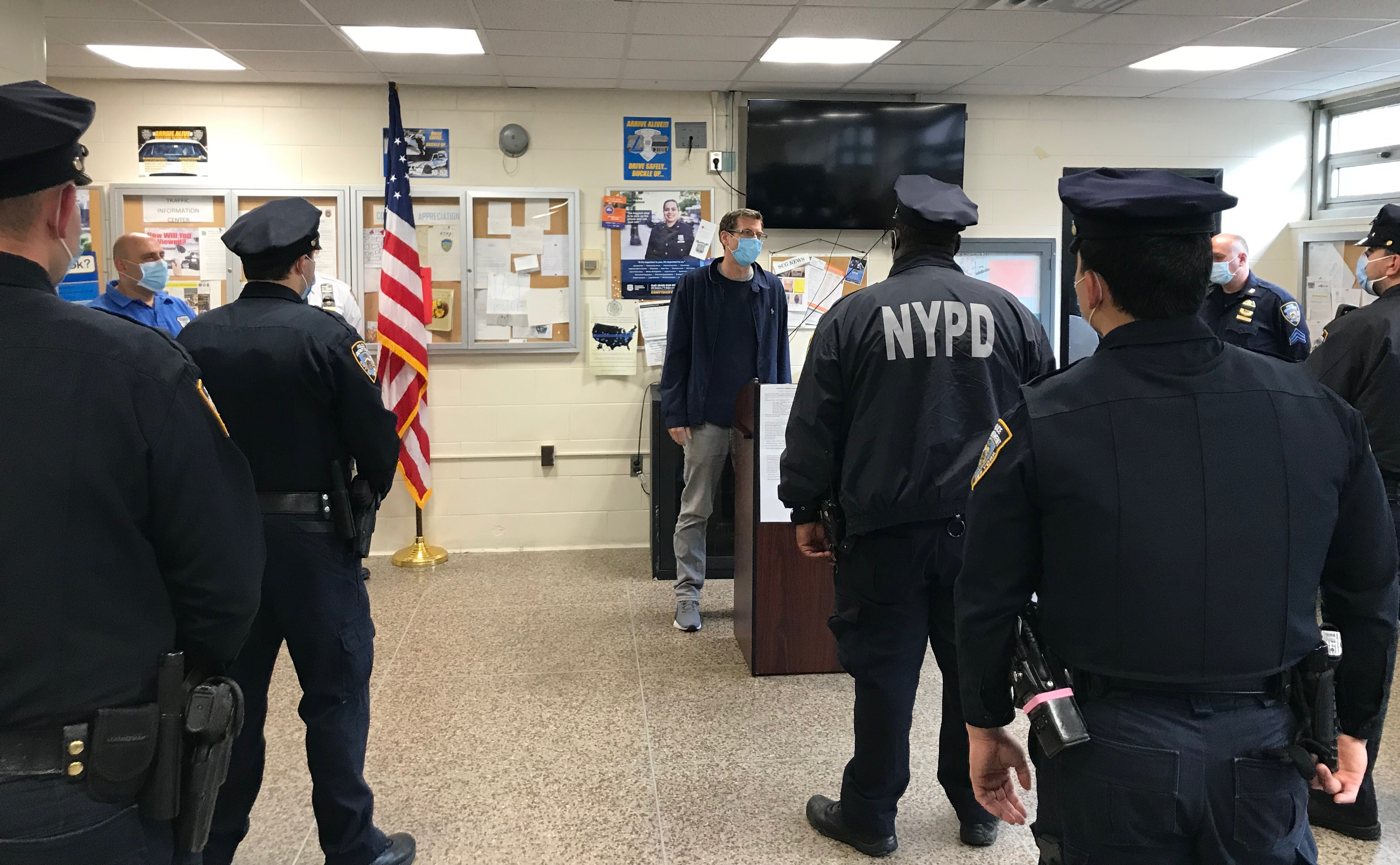 On April 30, 2020, Assemblyman Braunstein visited the 111th Precinct.
