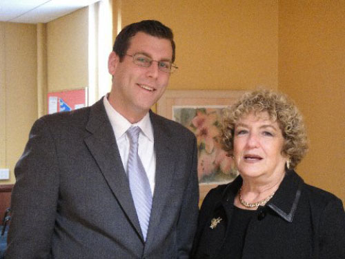 Assemblyman Braunstein served lunch to the seniors at SNAP of Eastern Queens with Executive Director Dr. Linda Leest on May 13, 2011.