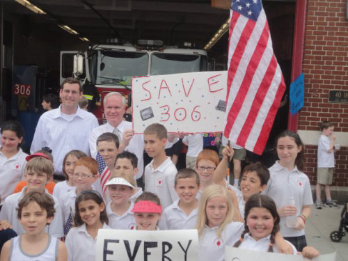 Assemblyman Braunstein and Senator Tony Avella rallied with Sacred Heart students on Friday, June 10, 2011 to save Engine 306 in Bayside, one of the many firehouses threatened by the proposed New York City budget.