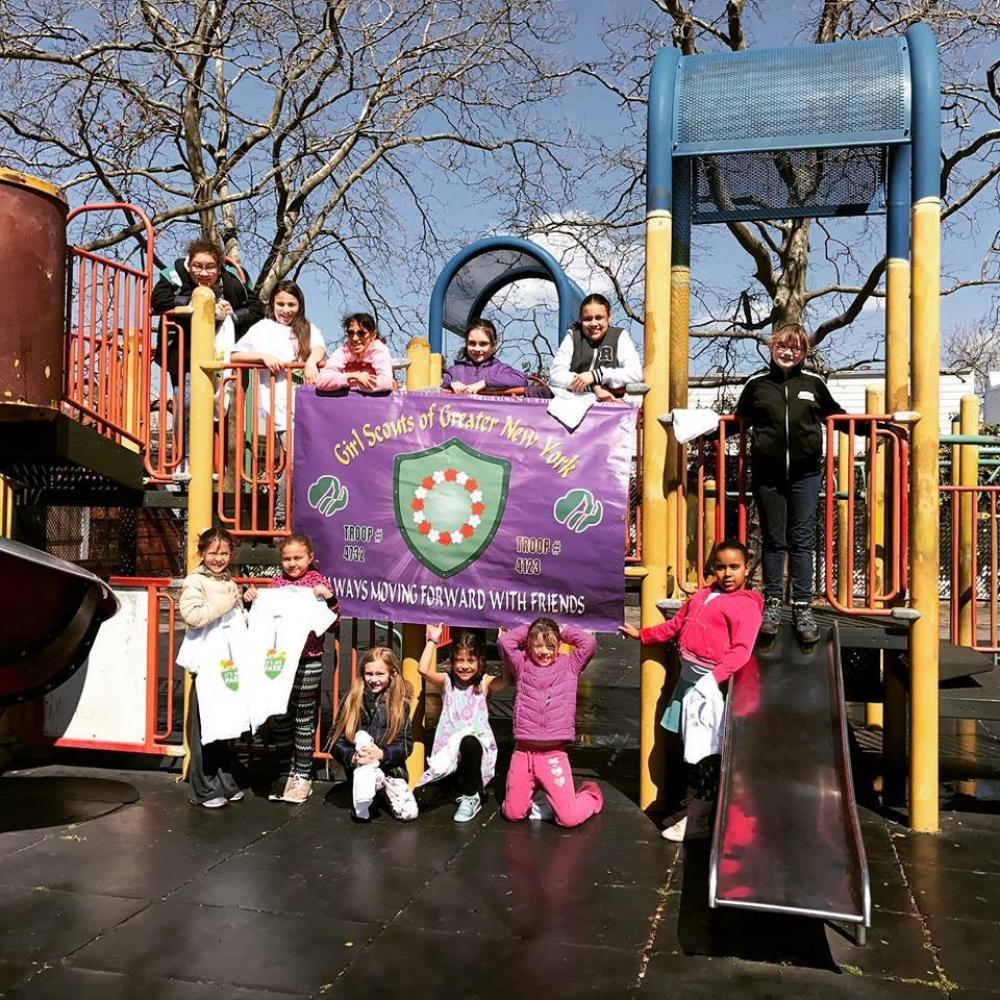 On April 8th, 2017, Assemblyman Barnwell's office joined with NYC Parks and volunteers to sponsor a park cleanup at Reiff Playground.<br />
