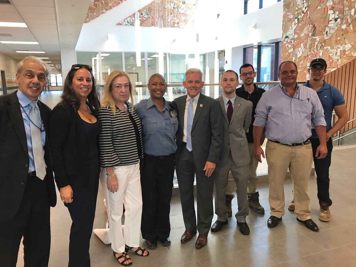 On August 31st, Assemblyman Barnwell toured PS 11.