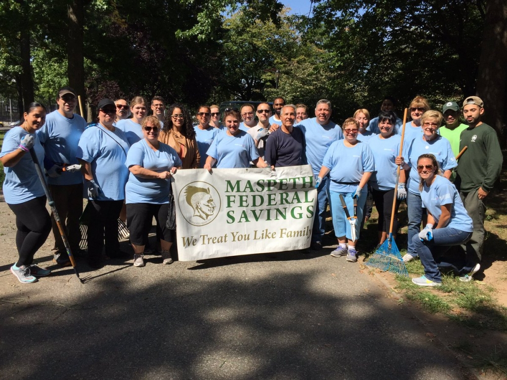 On September 13th, Assemblyman Barnwell, joined Maspeth Federal Savings Bank, and community members, to help clean up Juniper Park, in Middle Village.<br />