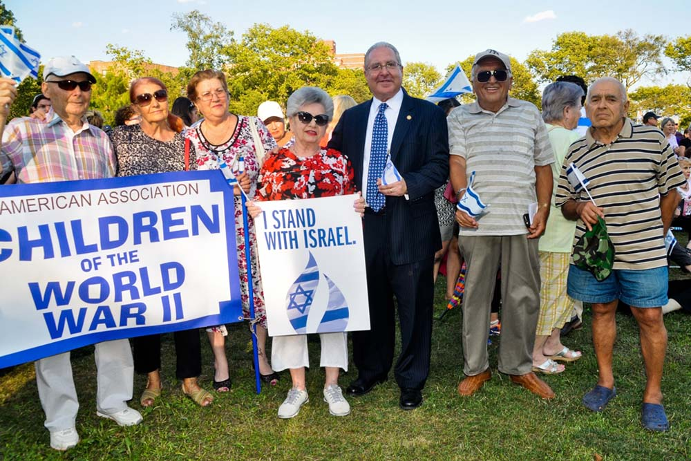 Assemblyman Steven Cymbrowitz with Russian-American Holocaust survivors and neighborhood activists during his Brooklyn Unites for Israel rally at Asser Levy Seaside Park.