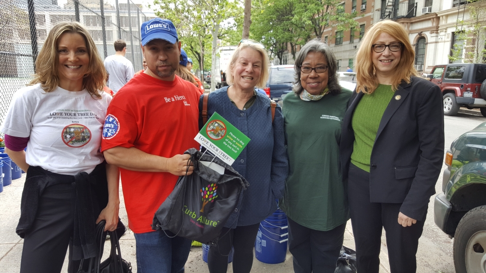 Assemblymember Linda B. Rosenthal joins Melissa Elstein (far left), founding member of the West 80s Neighborhood Association, Goddard Riverside Green Keepers Elizabeth Ewell (far right) and community members at the annual Love Your Tree/Street Day!<br />&nbsp;