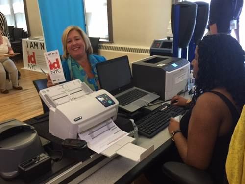 Assembly Member Seawright signs up for IDNYC at the Webster Library. <br />