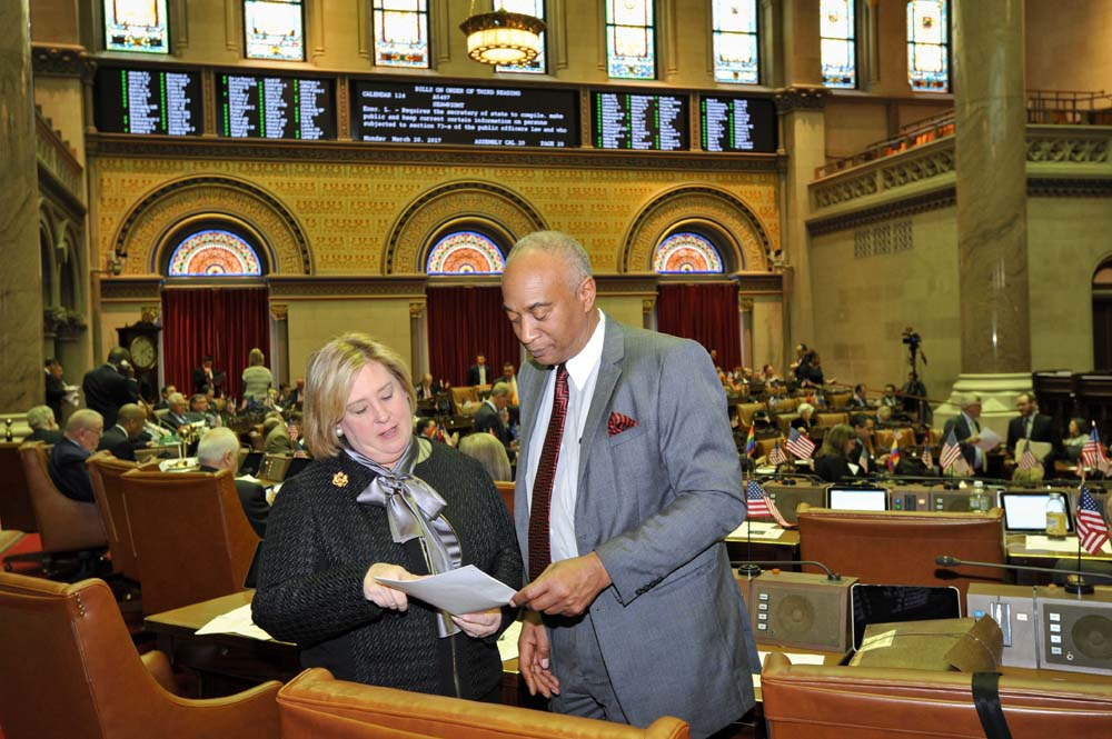 "March 20, 2017 – Seawright discusses <a href=""/leg/?bn=A5487&term=2017"" target=""blank"">A5487</a> with Chairman Gary Pretlow in the assembly chamber.<br />"