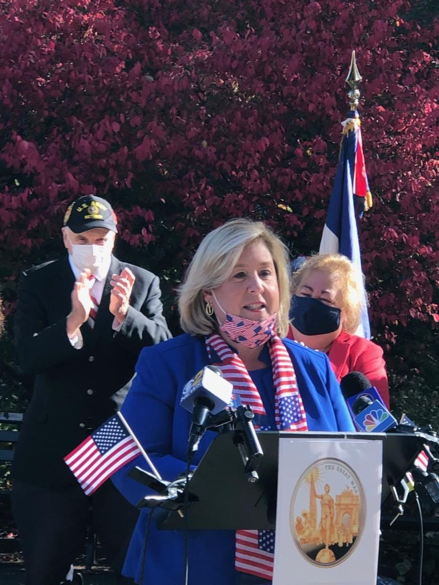 Assembly Member Seawright speaks at the event to honor the women who lost their lives serving in World War One.