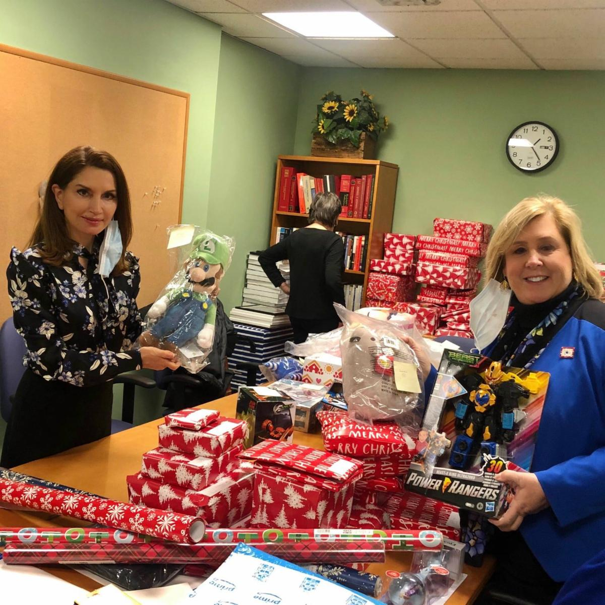 Philanthropist Jean Shafiroff and Assembly Member Seawright help wrap the toys donated by neighbors.