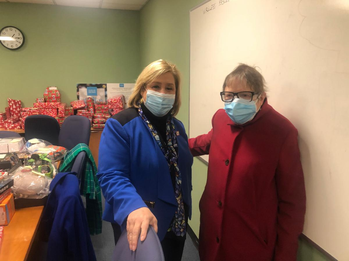Seawright touring the center with NYCC Medical Director Dr. Katherine Teets Grimm.