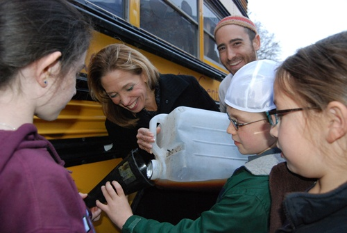 Filling up the Jewish Climate Change campaign bus with vegetable oil.
