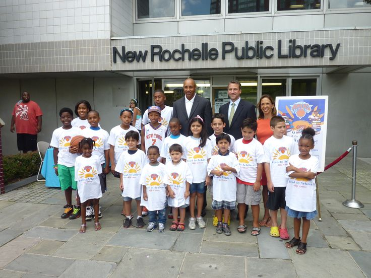 Amy Paulin with former Knicks guard John Starks at the New Rochelle Library read-in.