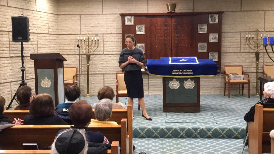 Assemblywoman Amy Paulin spoke to the seniors and delivered holiday cookies at Temple Beth-El in New Rochelle.<br />