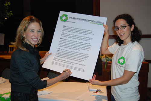 Assemblywoman Paulin signs the Jewish Climate Change Campaign's pledge for a green future in White Plains