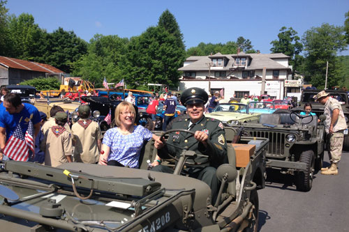 Aileen with a veteran at the Liberty Memorial Day Parade.