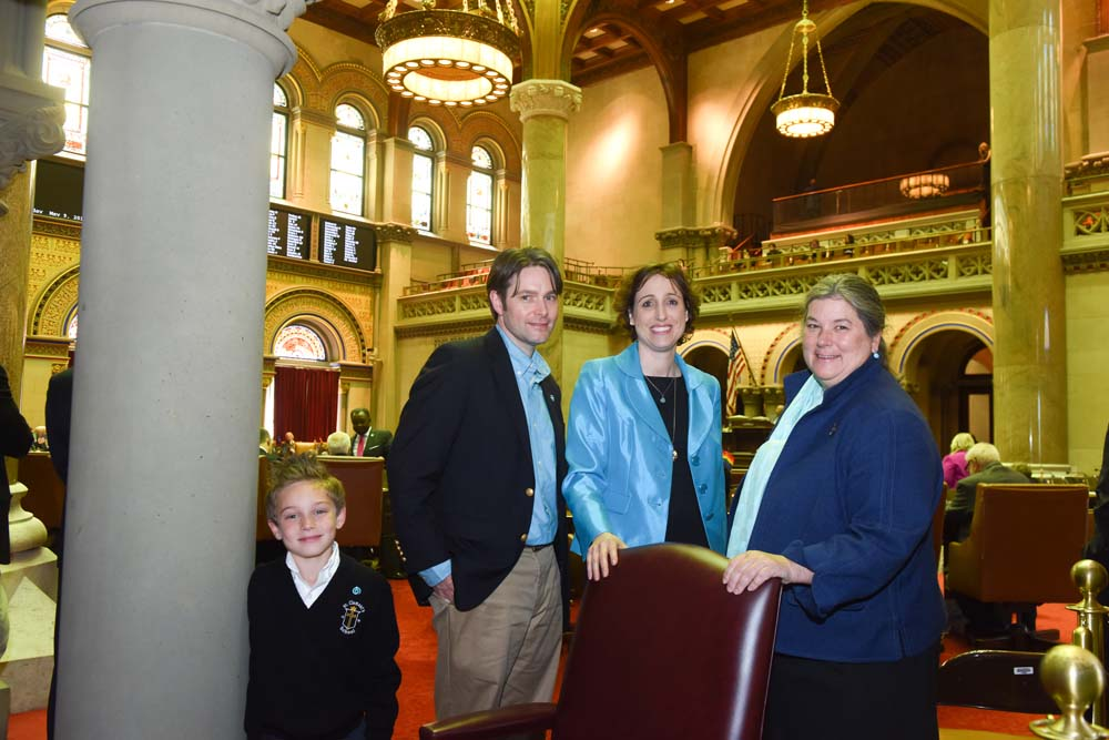 Assemblywoman Woerner meets with Laura Greco and her family following the passage of a resolution proclaiming May 8-14, 2016 as Women&#146;s Lung Health Week in New York State (<bill_link>K.1293</bill_link