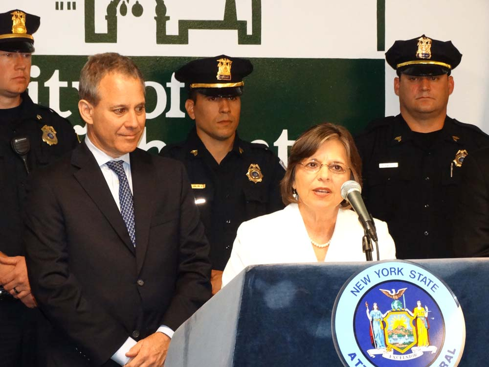 August 28, 2014 – Assemblywoman Lupardo joins Attorney General Eric Schneiderman as he announces funding to purchase new bulletproof vests for local police agencies.