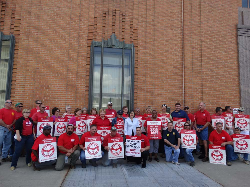 August 7, 2015 – Assemblywoman Lupardo joins members of Communication Workers of America at a rally for fairer contracts for workers and increased broadband service across the region.