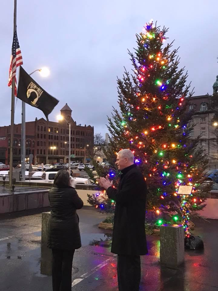 December 3, 2018 – Broome County Executive Jason Garnar joins Assemblywoman Donna Lupardo for the lighting of the tree at Government Plaza.