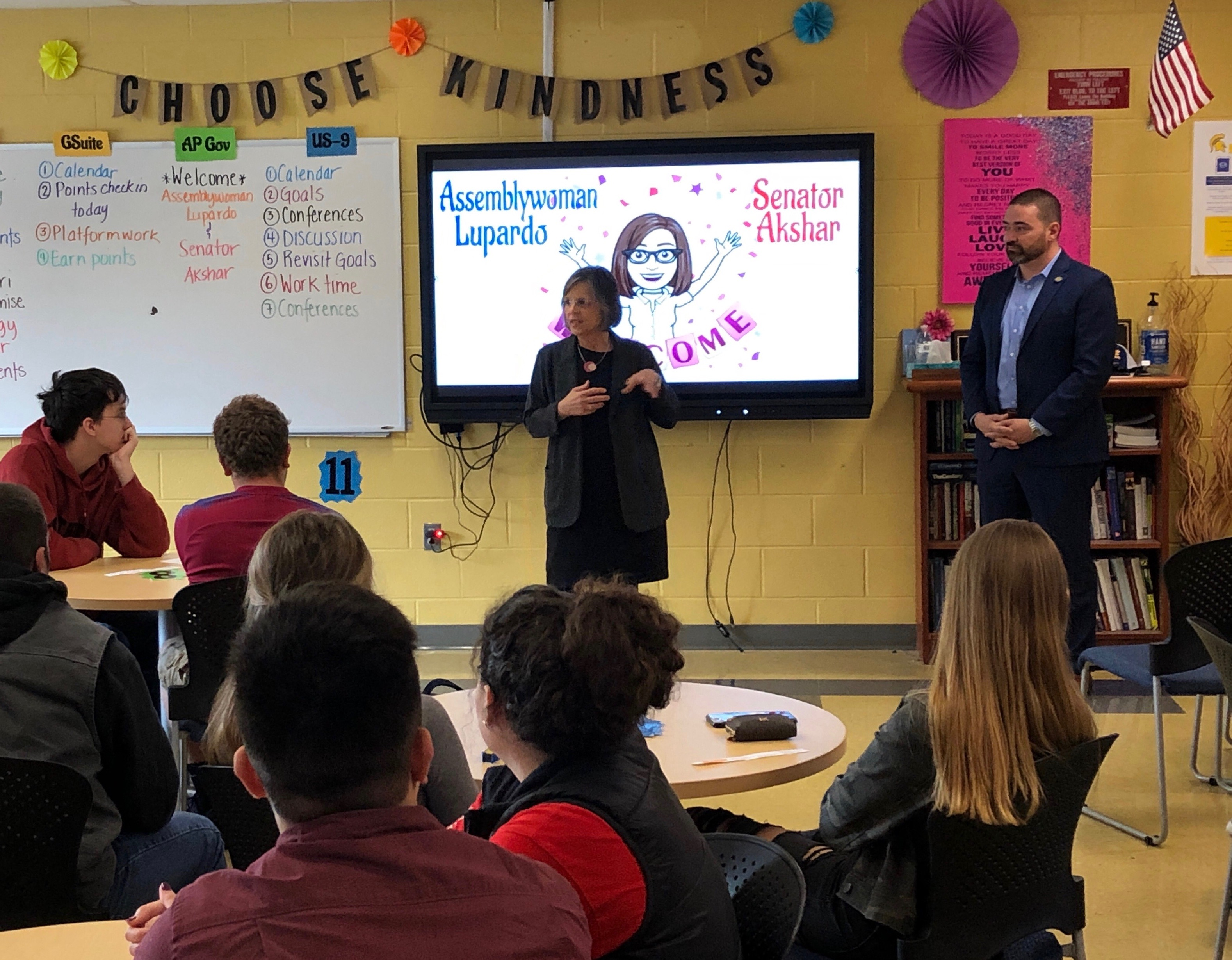 November 4, 2019 – Assemblywoman Lupardo, joined by Senator Akshar, speaks to Maine-Endwell High School Government students.