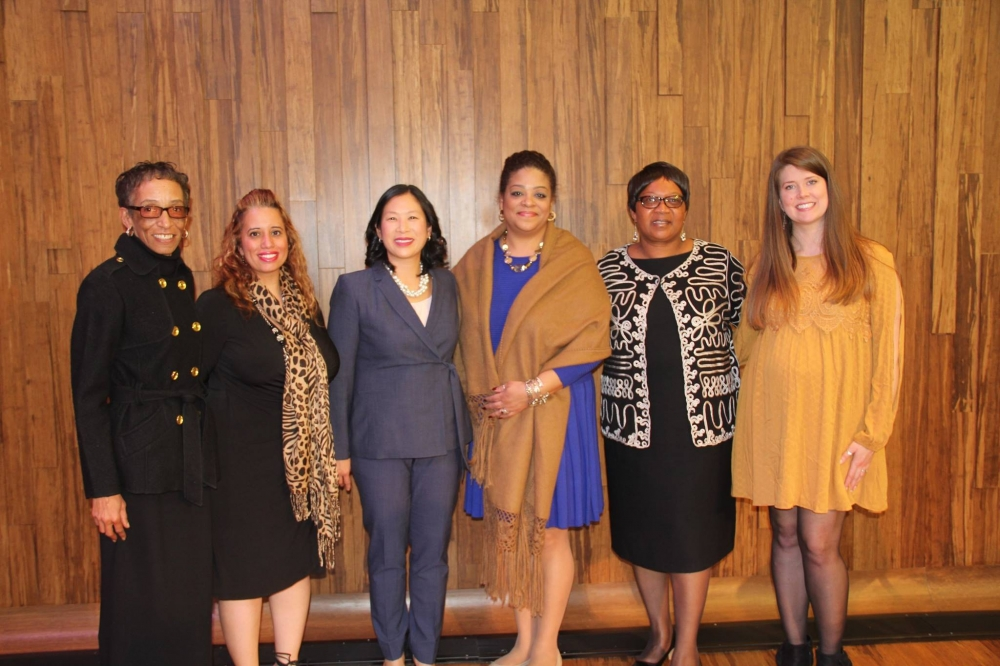 Assemblymember Hunter with the women the winners of the 2017 Women of Distinction event.
