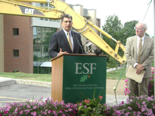 Assemblyman Magnarelli took part in the groundbreaking ceremony of the new Gateway Building at the SUNY College of Environmental Science and Forestry. The new building is designed to meet the highest standards of energy and environmental sustainability. Among other environmentally friendly features, it will have a sustainable green roof with plantings, roof mounted photovoltaic and solar thermal systems to provide electricity and hot water, and natural ventilation.
