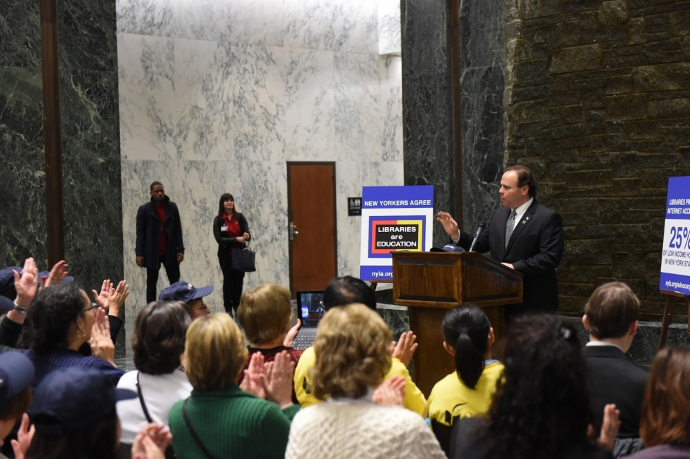 Assemblyman Palmesano addresses Library Advocates at a rally in the Capitol